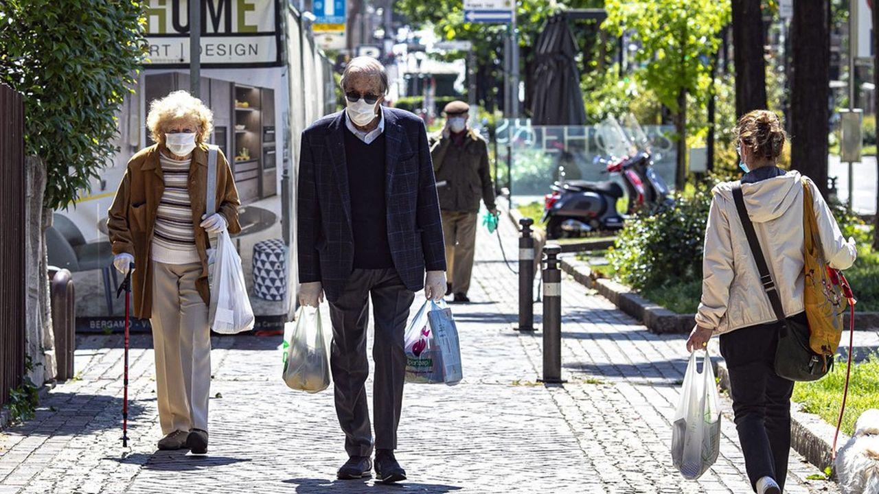 Italy, Bergamo - Mai 4, 2020Phase Two of Italy's coronavirus crisis startsStreet scene with old people *** Local Caption *** deconfinement