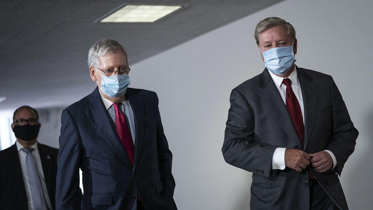 Le chef de file de la majorité républicaine au Sénat, Mitch McConnell (à gauche), et l'élu de Caroline du Sud Lindsey Graham, proche de Donald Trump, ont été tous les deux réélus.