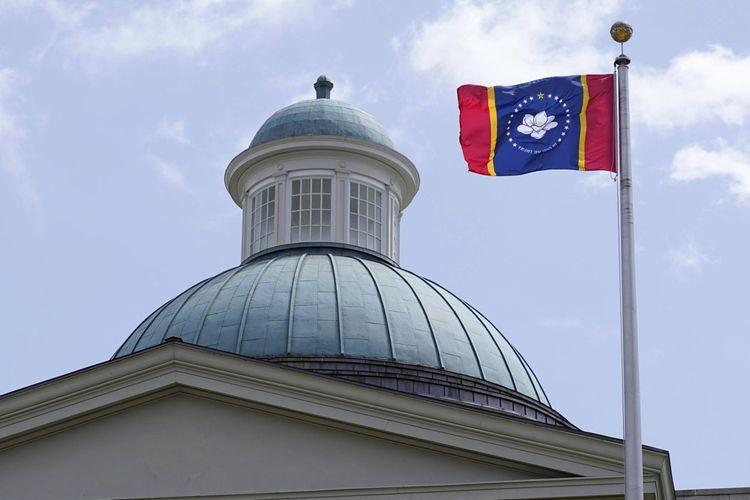 Le nouveau drapeau du Mississipi flotte déjà depuis septembre au-dessus du capitole de l'Etat.