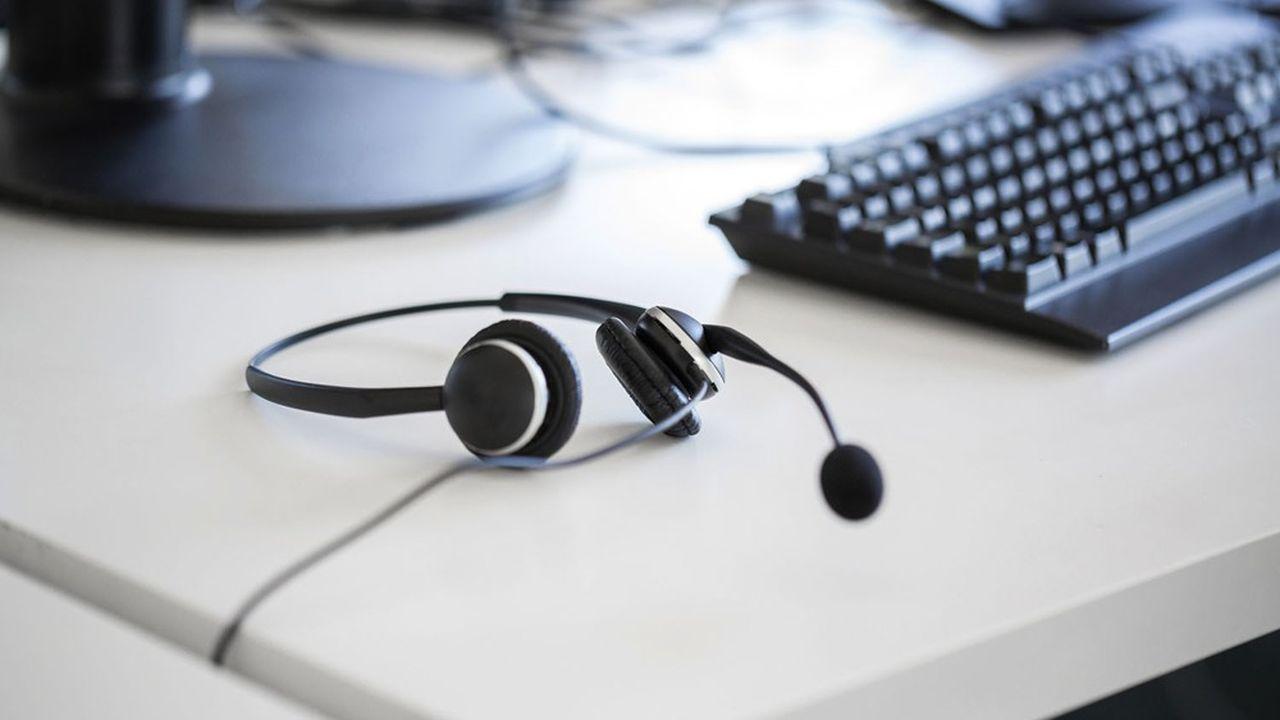 Depuis les centres d'appels, répartis dans le monde entier, une centaine d'ingénieurs et de techniciens couvrent les besoins de tous les clients.