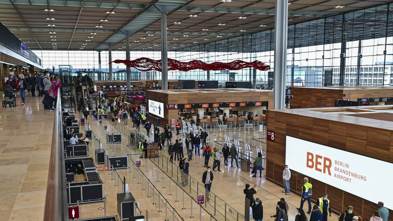 Après neuf ans de retard, les Berlinois peuvent désormais visiter leur nouvel aéroport «Willy Brand».