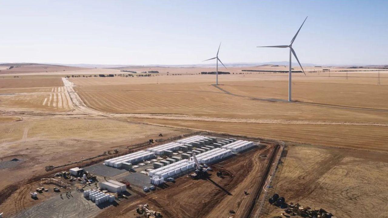 Ce n'est pas une première pour Neoen qui avait déjà mis sur pied une batterie géante avec Telsa, en Australie, en 2017. Celle-ci est connectée au parc éolien de Neoen deHornsdale.