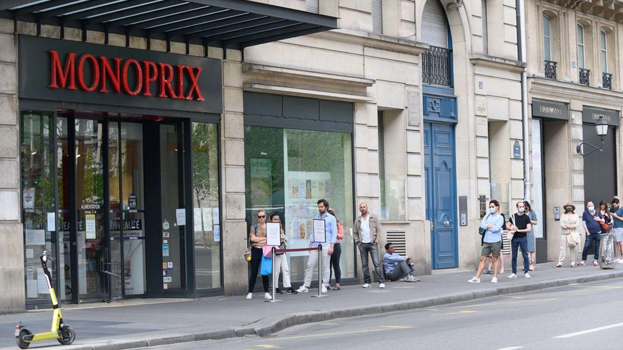 Daniel Kretinsky remonte au capital de Casino. Le confinement peut profiter aux enseignes du groupe comme Monoprix.