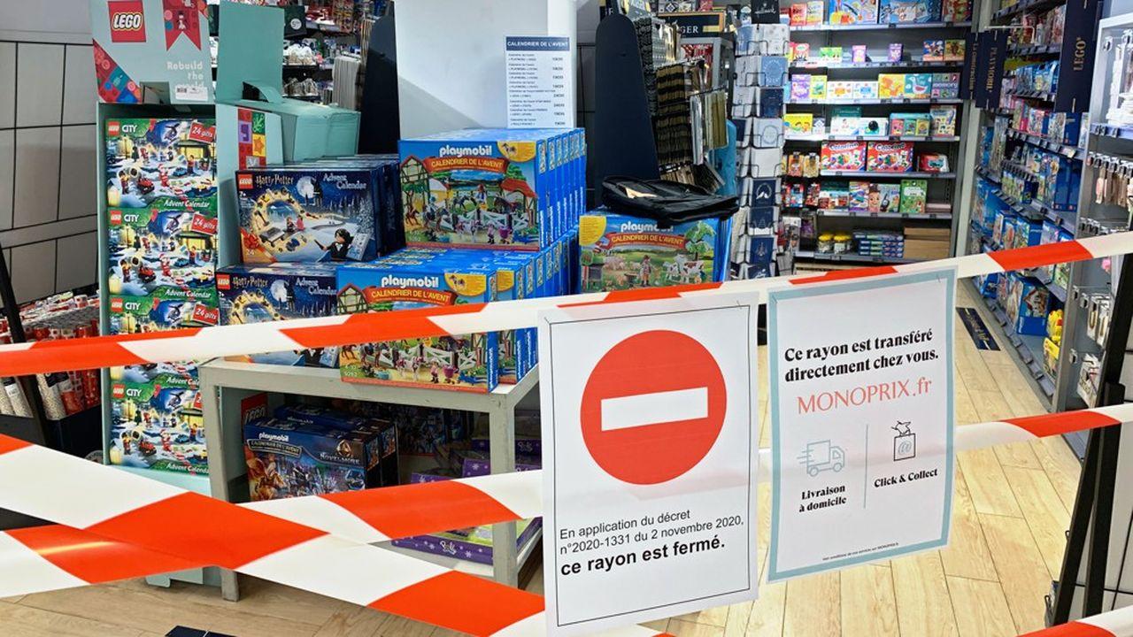 Le gouvernement songe à interdire la commande sur place, à l'accueil des magasins, des produits dont les rayons dits non essentiels sont fermés depuis mercredi dans les grandes surfaces.
