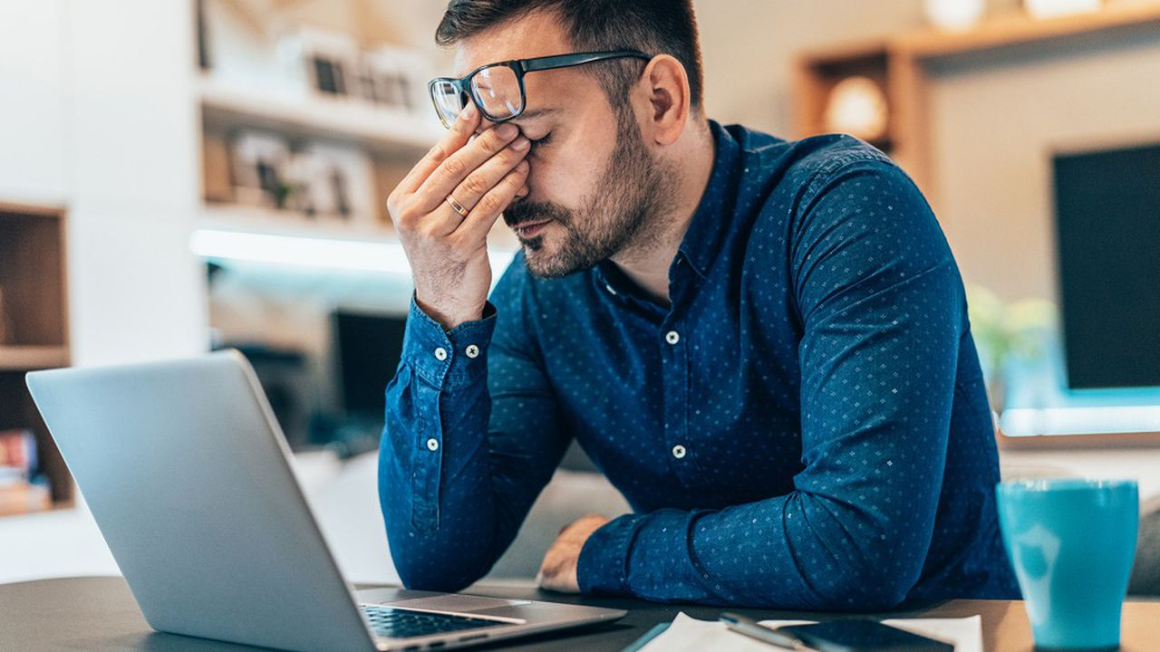 Les spécialistes estiment urgent de négocier, ou renégocier, les accords de télétravail en interne dans les entreprises, en prenant en compte le risque d'isolement.