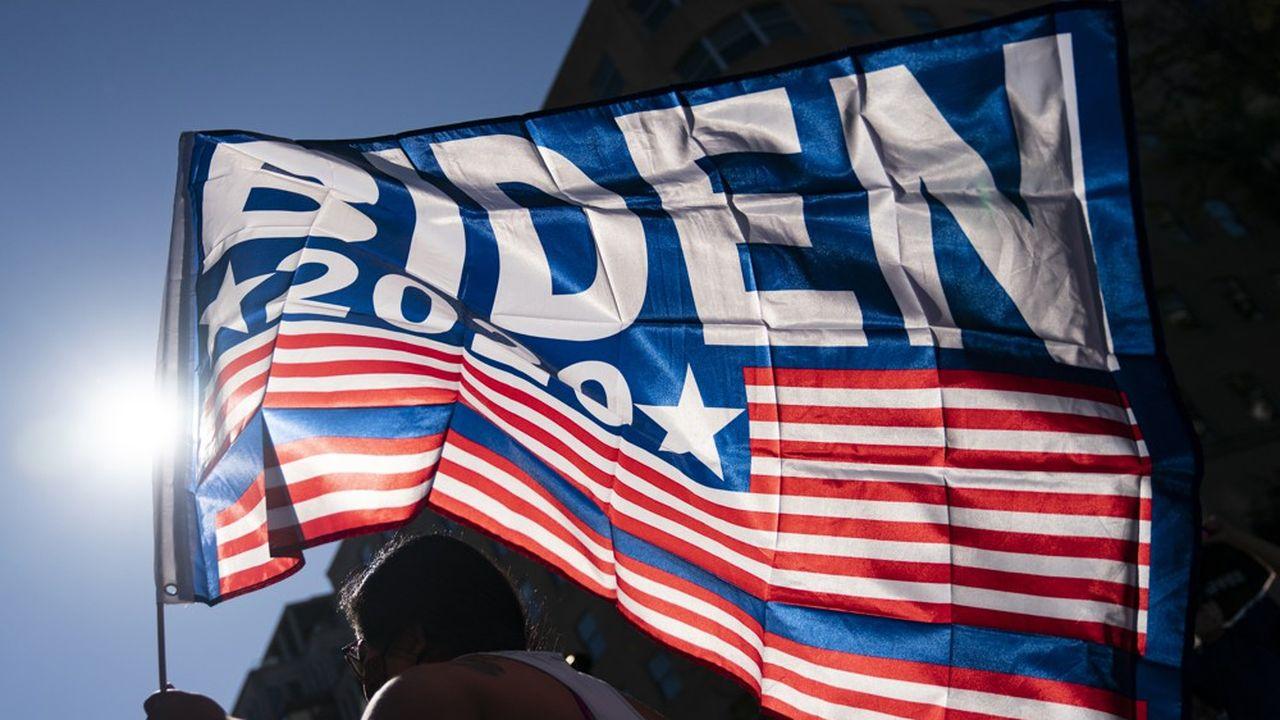 Un supporter de Joe Biden laisse éclater sa joie, après l'annonce de la victoire du candidat démocrate à la Maison-Blanche, le 7novembre 2020.