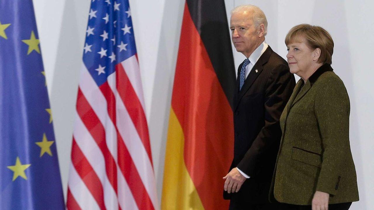 A Berlin, le 1er février 2003, la chancelière allemande Angela Merkel et Joe Biden, alors vice-président des Etats-Unis.