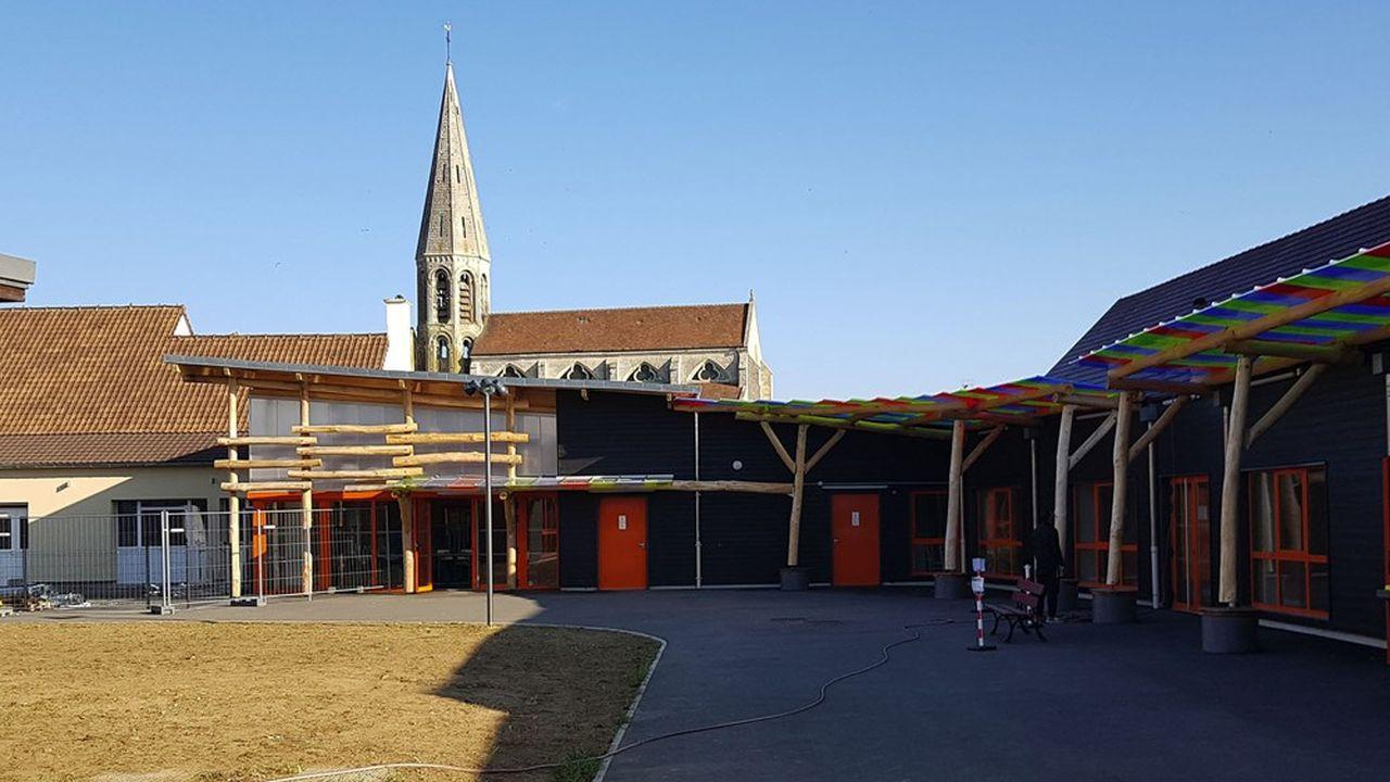 L'école de Cambronne-lès-Clermont est réalisée en ossature bois et isolation paille.