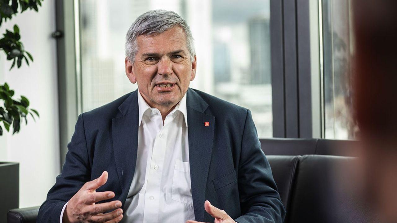 «Pour nous, la sécurité de l'emploi, la préparation de l'avenir et la stabilisation des revenus sont au centre de ce mouvement de négociation collective», a précisé lundi Jörg Hofmann, président d'IG Metall.
