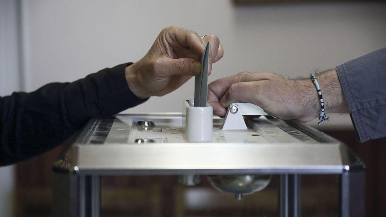 L'ancien président du Conseil constitutionnel Jean-Louis Debré doit remettre ce vendredi son rapport au Premier ministre sur la tenue des élections départementales et régionales.