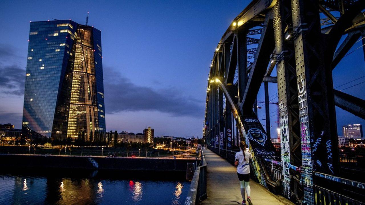 La BCE se voit désormais obligée d'assurer la solvabilité des Etats.