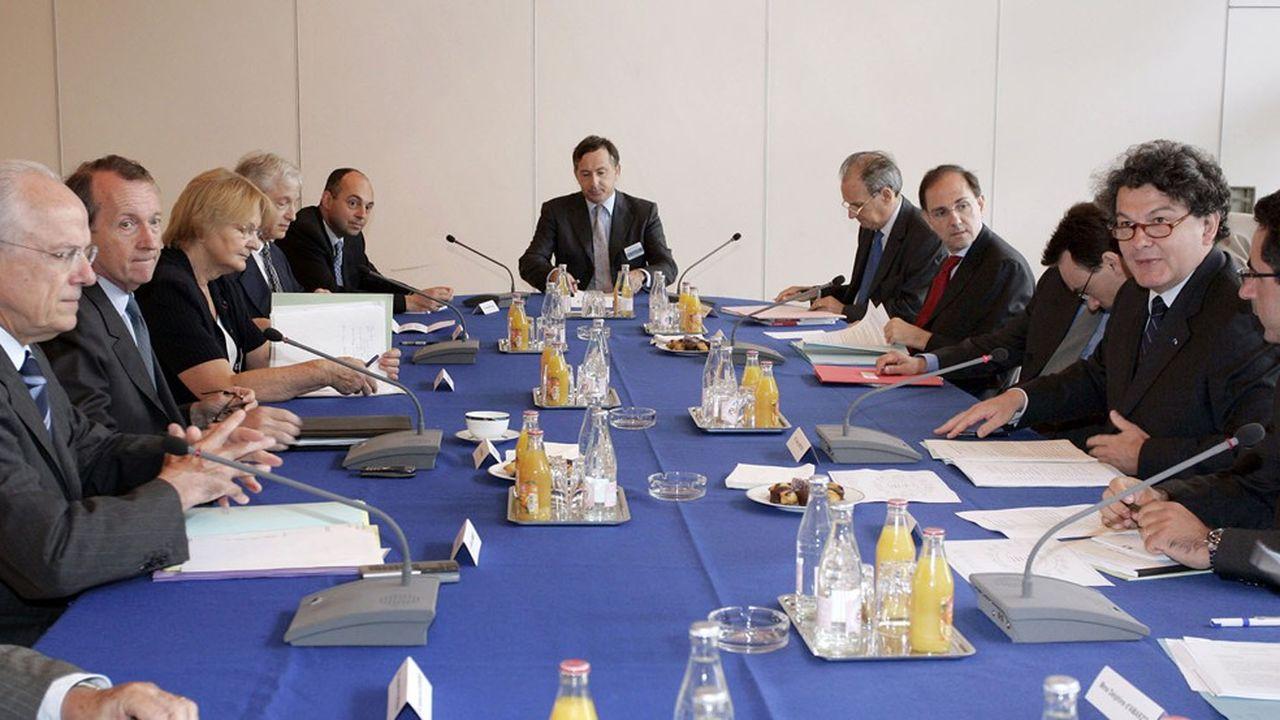 Le ministre de l'Economie et des Finances, Thierry Breton , installe le 19 juillet 2005 à Paris, la commission présidée par Michel Pébereau , président du conseil de surveillance de BNP-Paribas
