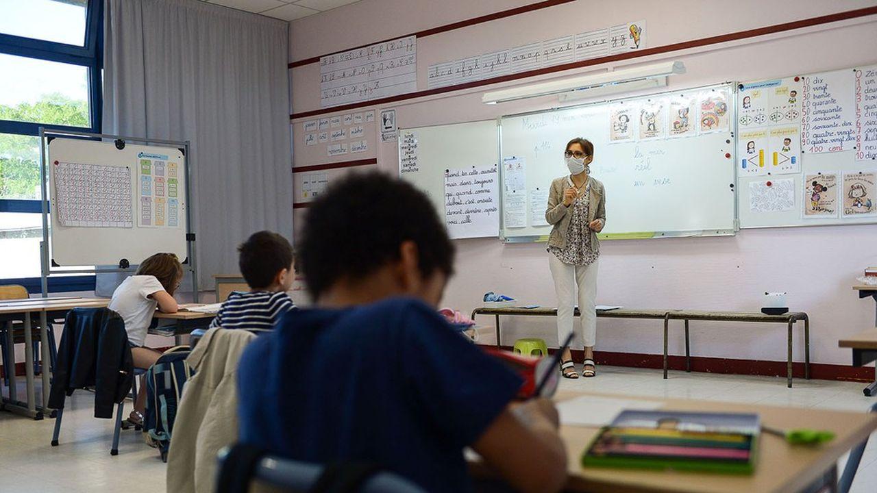 Le ministre de l'Education nationale, Jean-Michel Blanquer, prévoit des formations pour les professeurs de lettres en collège, afin d'«aider plus efficacement les élèves en grande difficulté de lecture».