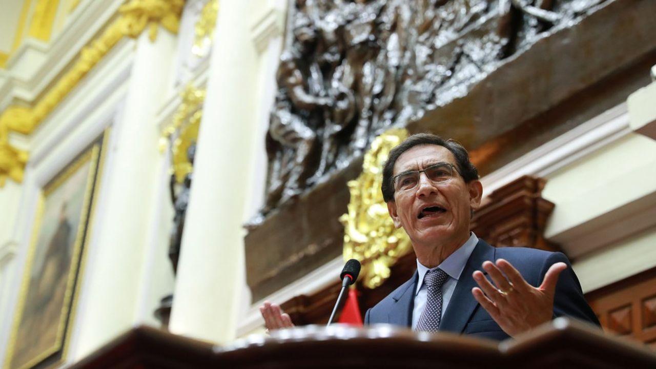 Le Congrès dominé par l'opposition a voté à 105 voix contre 19 la destitution du président Martin Vizcarra.