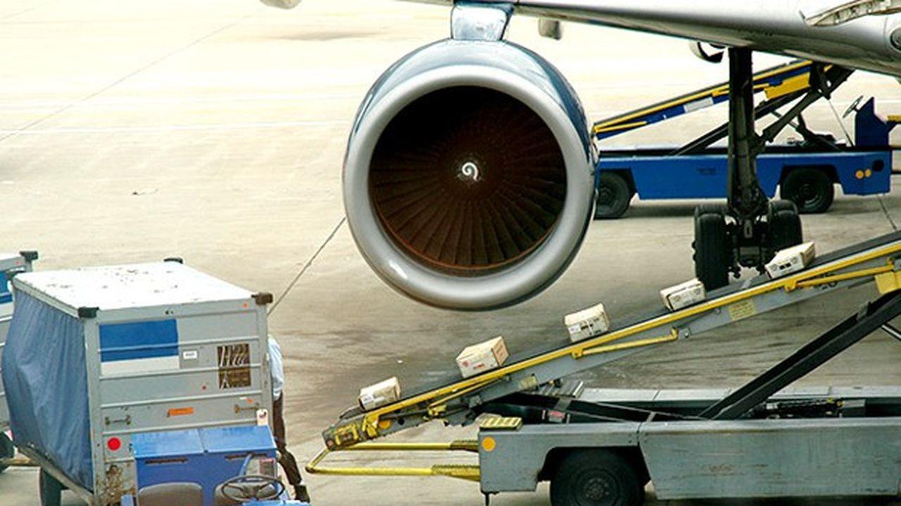 La Poste affrétera des avions supplémentaires pour faire face au surcroît de courrier à l'occasion des fêtes de fin d'année.