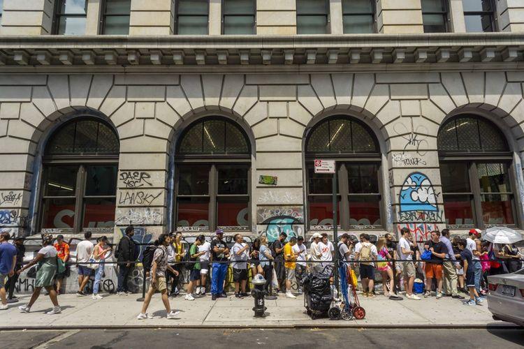 La file d'attente devant un magasin Supreme à New York, en 2019.