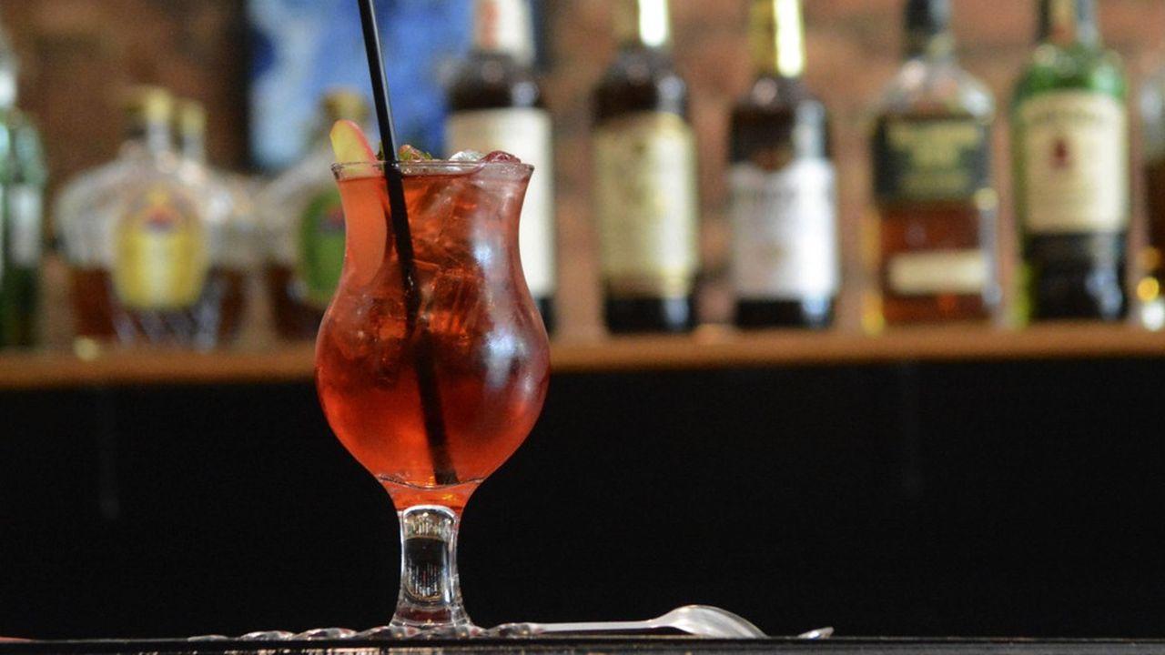 Les vodkas, rhums, eaux-de-vie et vermouth américains sont taxés à 25% à compter du 10novembre à leur entrée dans l'UE. En rétorsion aux taxes Trump sur les vins européens. L'abus d'alcool est dangereux pour la santé, à consommer avec modération.
