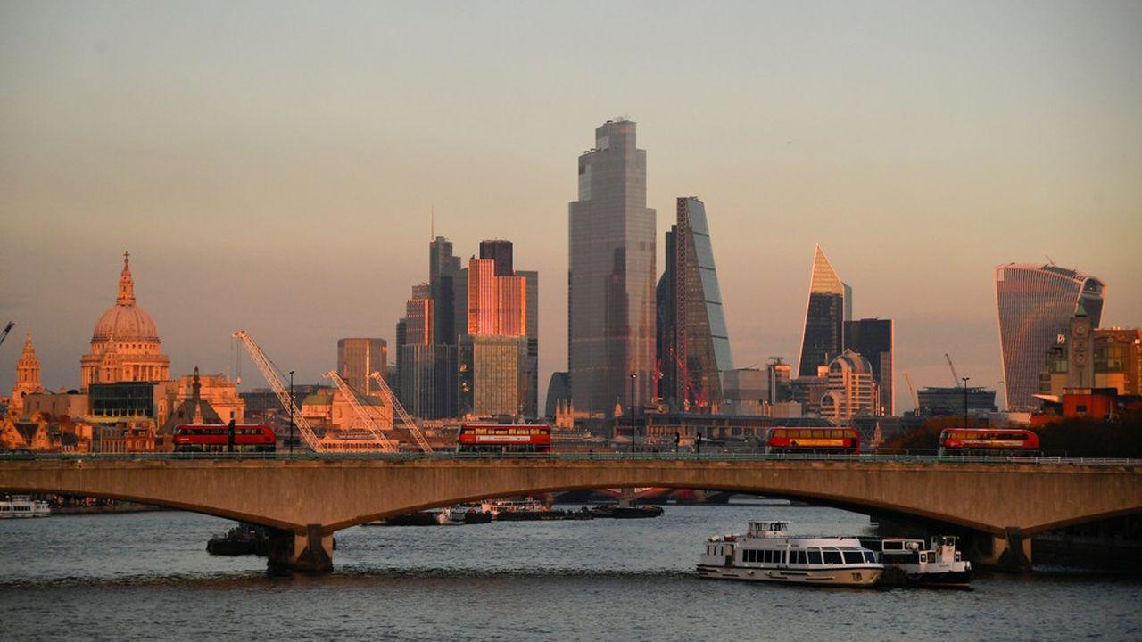 Le ministre des Finances britannique a engagé un projet de réforme fiscale, qui pourrait entraîner une hausse de la taxe sur les plus-values pour les gérants du private equity.