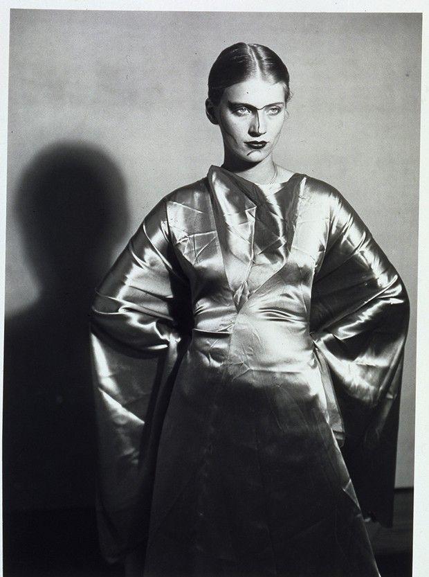 Man Ray, «Lee Miller, le visage peint», 1930.