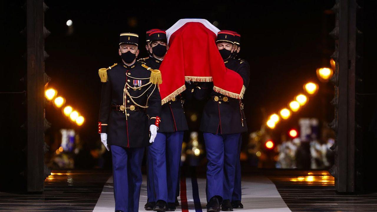 Avec l'entrée de l'écrivain Maurice Genevoix au Panthéon, Emmanuel Macron a célébré le «courage français»