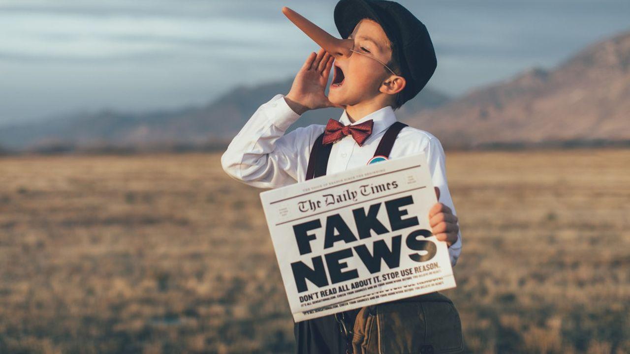 Les fake news sont très relayées sur les réseaux sociaux.