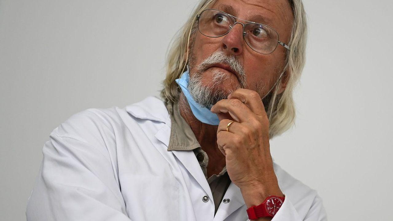Didier Raoult est attaqué par ses confrères pour non-respect du code de déontologie.