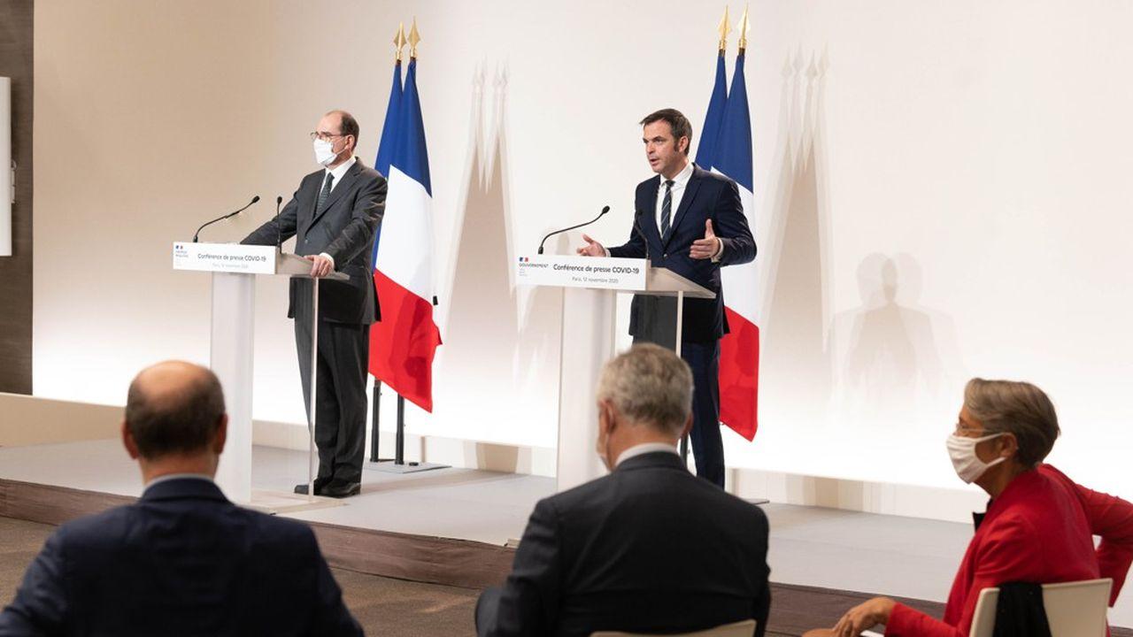 Jean Castex (à gauche) et plusieurs ministres lors de la conférence de presse d'étape ce jeudi après-midi.
