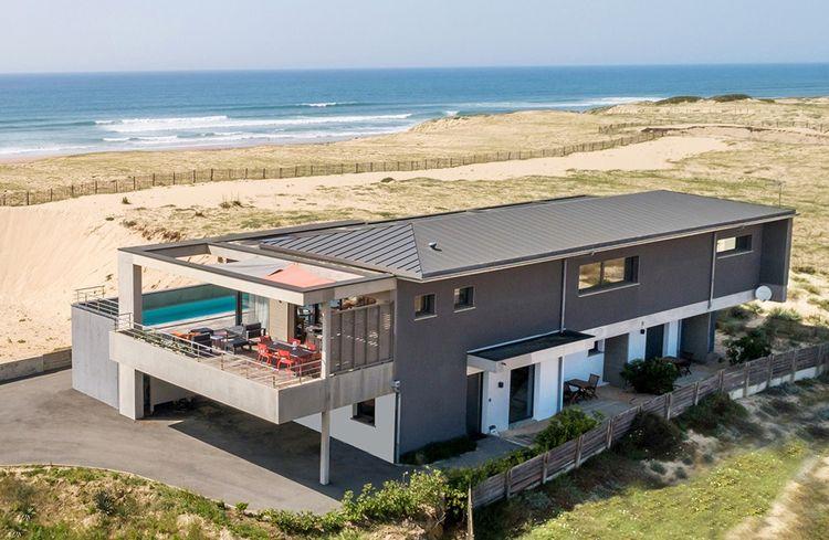 Villa contemporaine dans les Landes, à vendre 3,7 millions d'euros.
