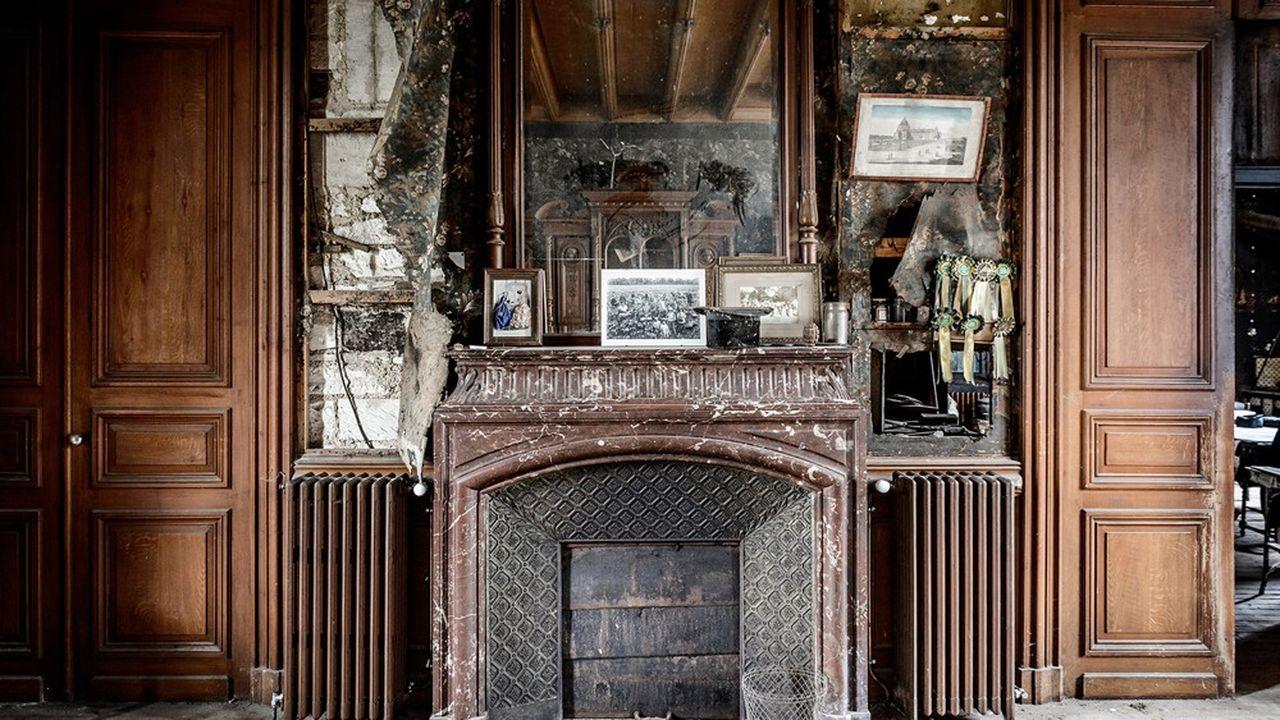 Dans le Manoir de Mademoiselle, bâti en 1861 et toujours « dans son jus », flottent les souvenirs de dix générations.