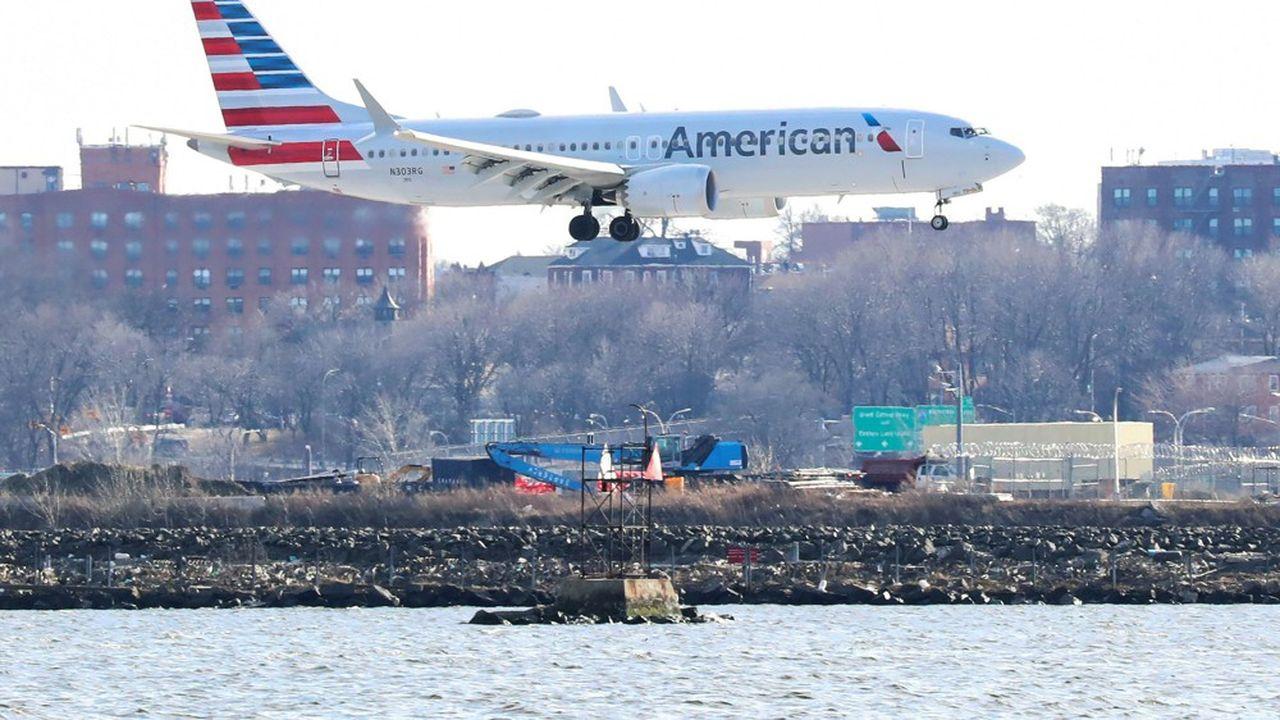 American Airlines et United Airlines ont déjà mis 32.000 personnes au chômage technique.