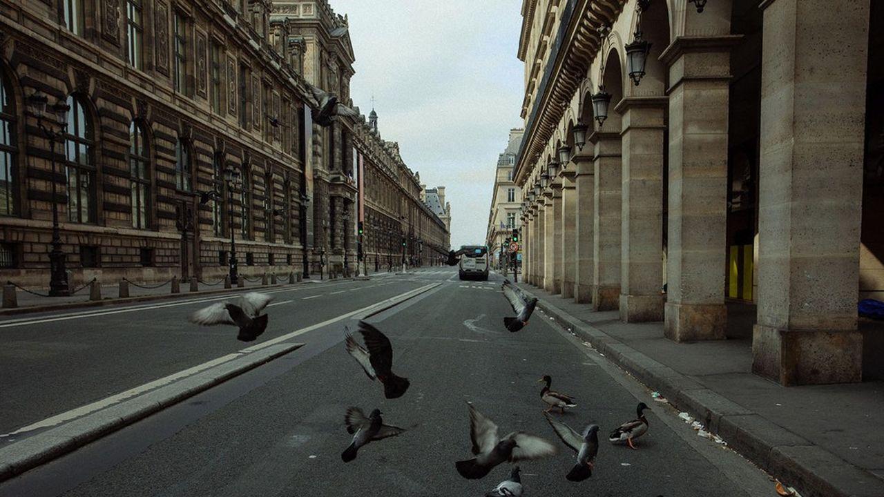 A Paris, l'effet du Covid a été démultiplié pour les commerçants. Il a d'abord chassé les touristes étrangers. La restriction de la circulation automobile sur certains axes comme la rue de Rivoli, voulue par la mairie, n'a pas aidé, non plus, les commerces riverains.