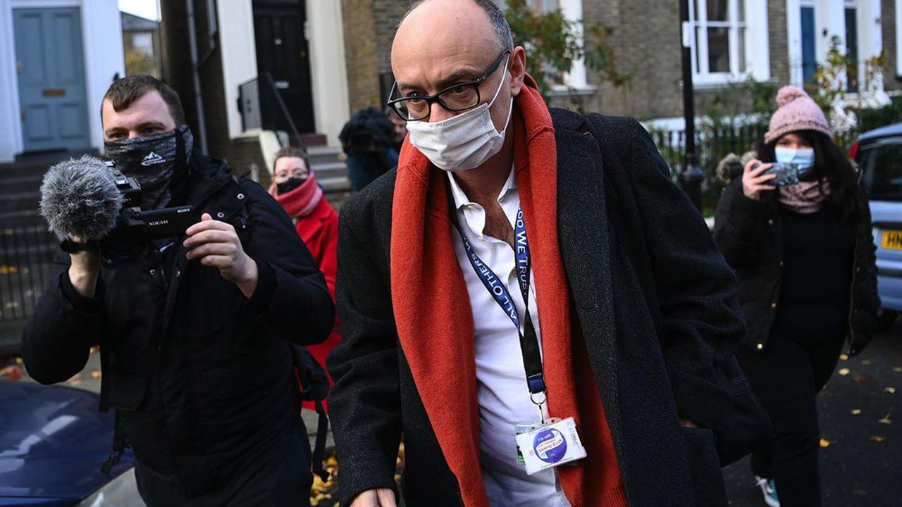 Le gourou du Brexit, Dominic Cummings, conseiller plus puissant que les ministres, avait défrayé la chronique en mai, en enfreignant lui-même les règles du gouvernement contre le Covid pour se rendre en voiture au Barnard Castle alors qu'il était contaminé.