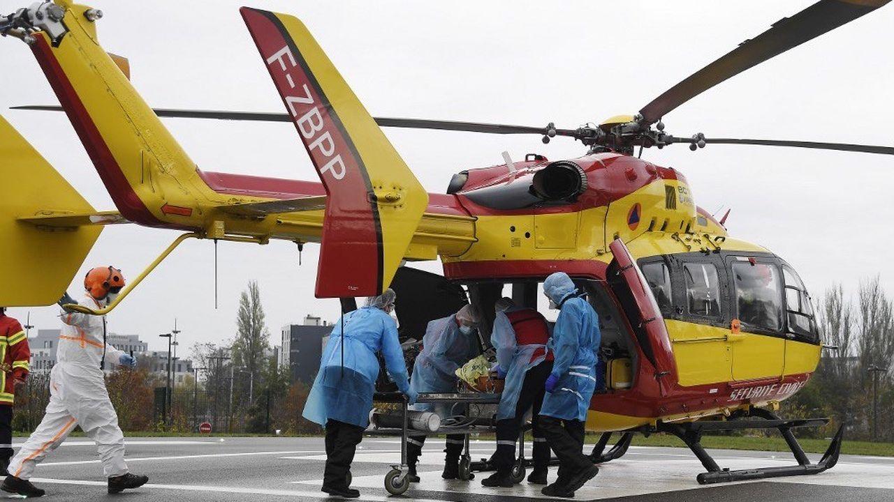 Des transferts de patients ont dû être organisés pour désengorger les départements les plus touchés.