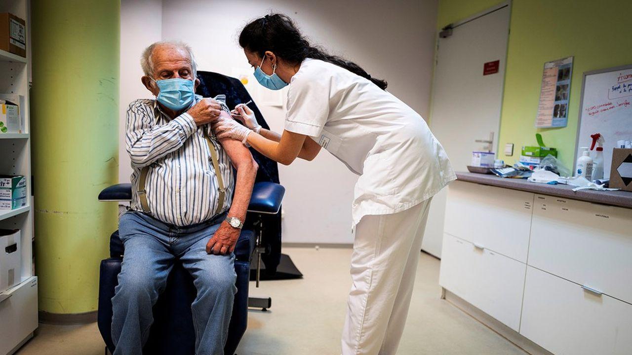 Un Français sur deux ne souhaite pas se faire vacciner contre le coronavirus.