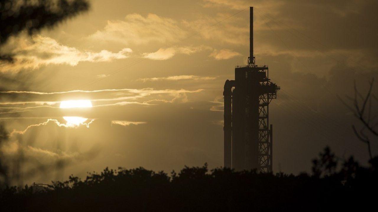 Prévu samedi, le lancement a été reporté de 24heures en raison de vents violents.