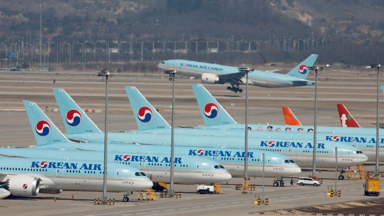 La prise de contrôle d'Asiana Airlines par sa grande concurrente Korean Air créera, sur le papier, la quinzième plus grande compagnie du monde, en termes de kilomètres facturés chaque année.