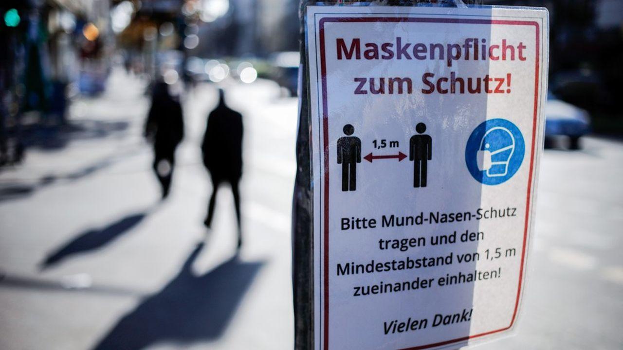 Le port du masque et le respect des distances physiques sont globalement bien respectés en Allemagne. (Photo by David GANNON/AFP)