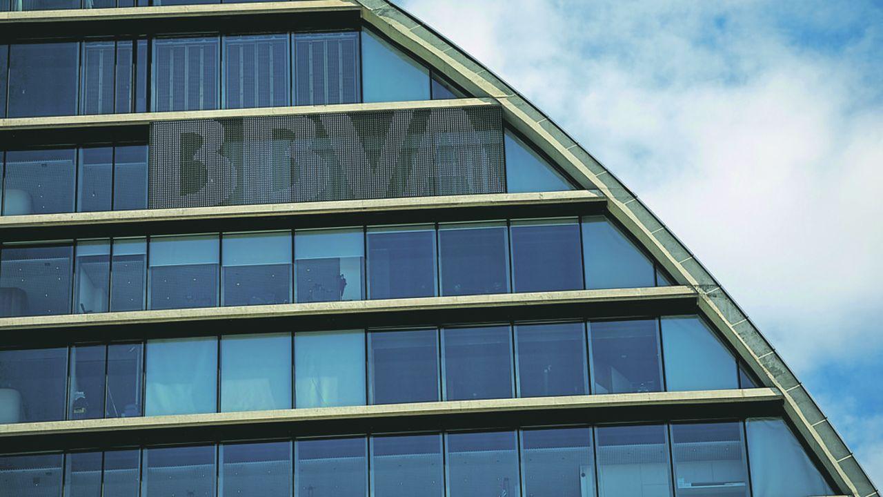 La banca spagnola ha venduto la sua controllata negli Stati Uniti al gruppo PNC di Pittsburgh, per 9,7 miliardi di euro.