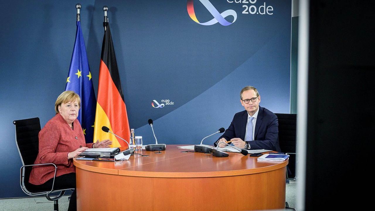 Angela Merkel et Michael Müller, maire de Berlin et président de la Conférence des premiers ministres des länder, ont débattu par vidéoconférence durant plus de 6heures avec quinze les autres dirigeants de régions de leur stratégie de lutte contre le coronavirus.