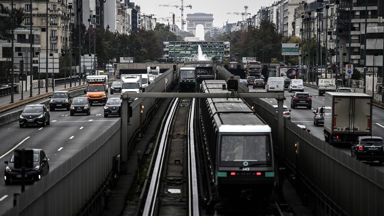 Même en région parisienne, 52 % des actifs utilisaient une voiture pour aller travailler, juste avant le reconfinement.