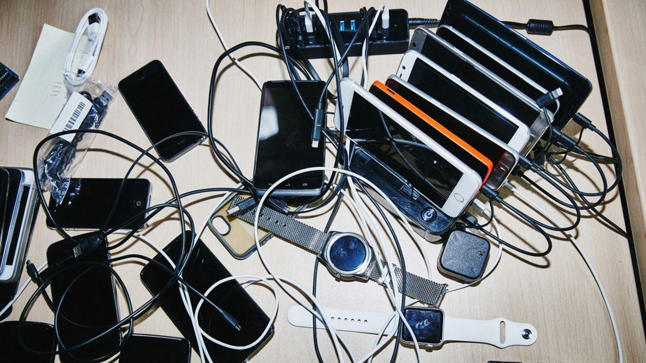 100millions de vieux téléphones «dorment» dans les tiroirs des Français.