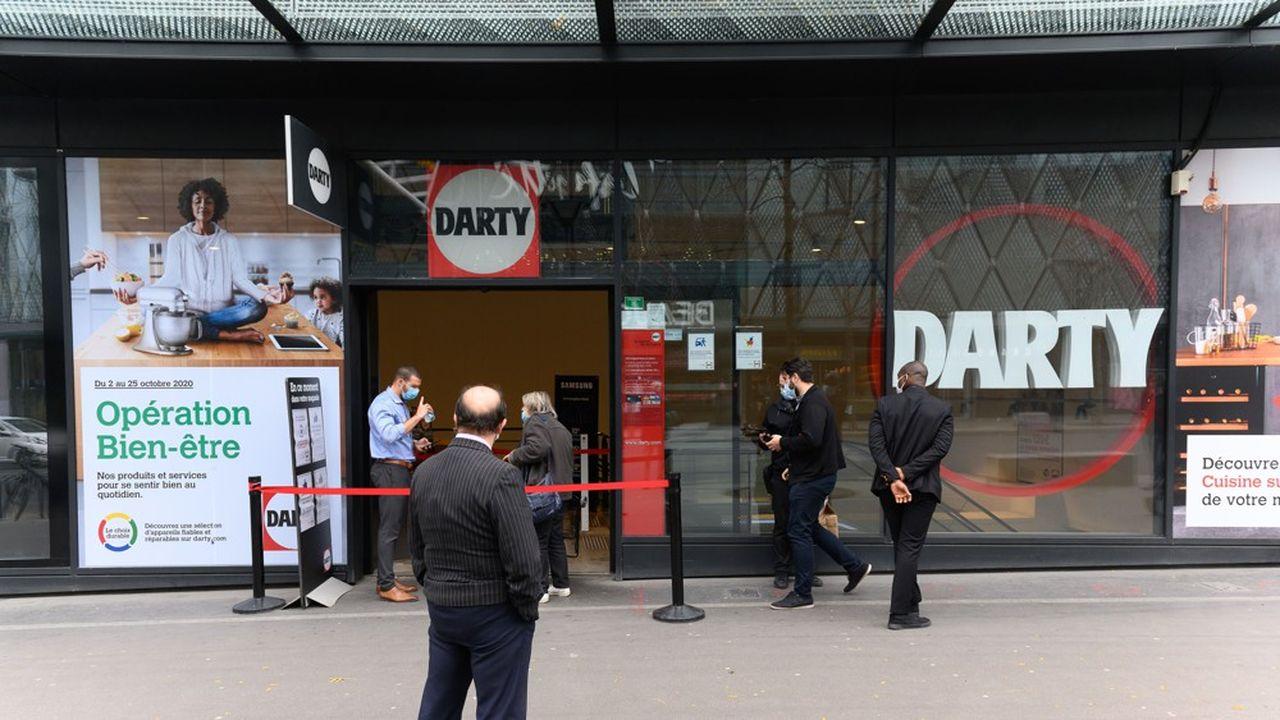Les magasins Fnac Darty restent ouverts pendant le confinement.