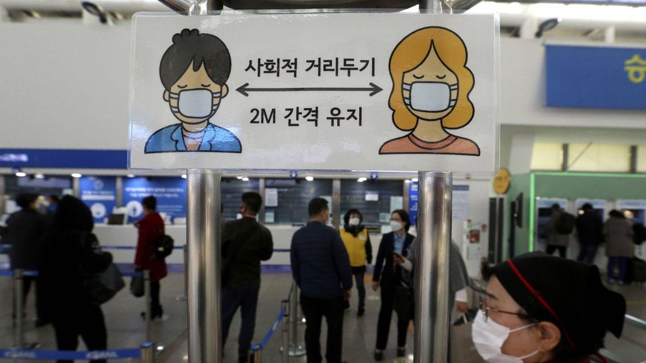 Au printemps, la Corée du Sud, montrée en exemple, voulait exporter son savoir-faire en matière de lutte contre le coronavirus
