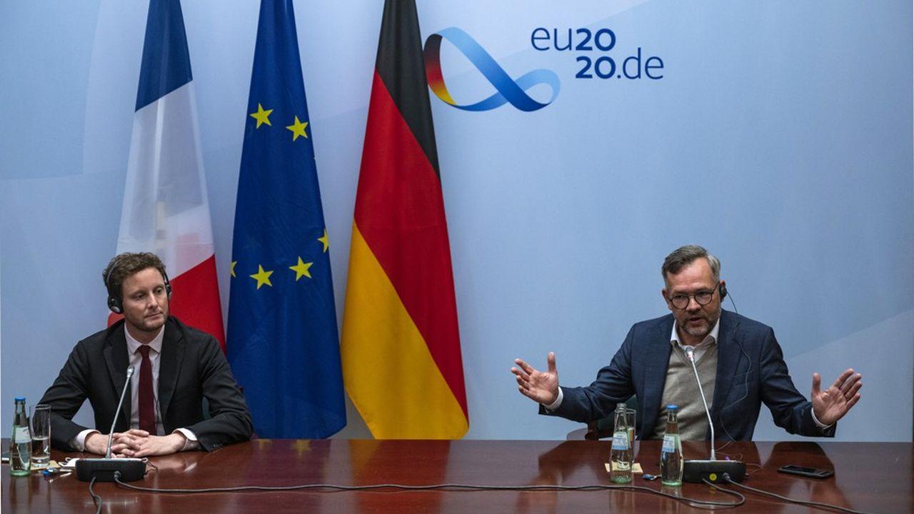 Clément Beaune, le secrétaire d'Etat aux Affaires européennes, aux côtés de son homologue allemand Michael Roth, qui présidait les débats mardi.