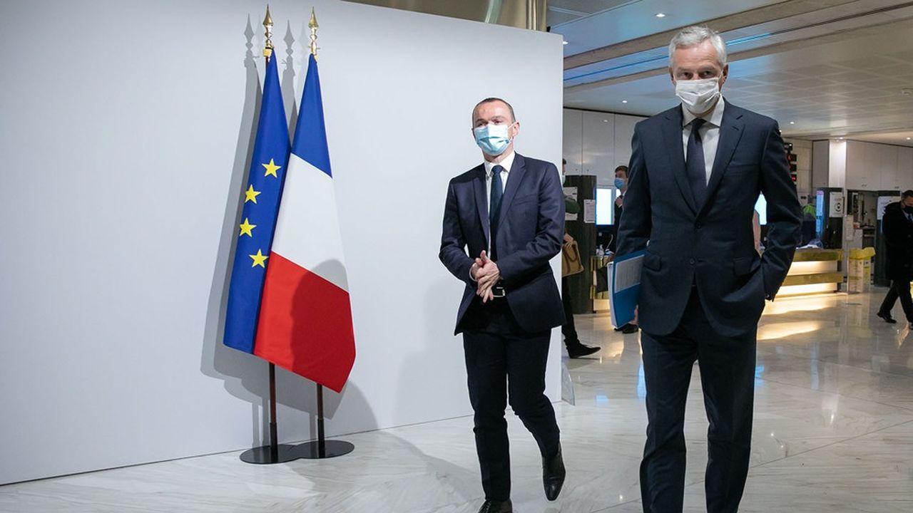 Bruno Le Maire (ici à droite avec Olivier Dussopt) estime que sa prévision de croissance pour 2021 est «sincère, prudente et responsable».