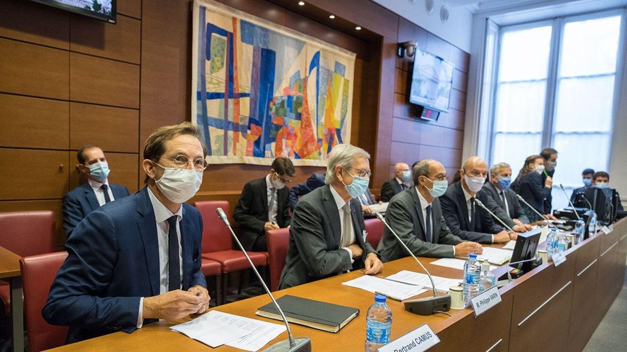 Bertrand Camus, directeur général de Suez, et Philippe Varin, le président de Suez, ont exposé le 23septembre aux députés leur absolue opposition à une fusion avec Veolia.