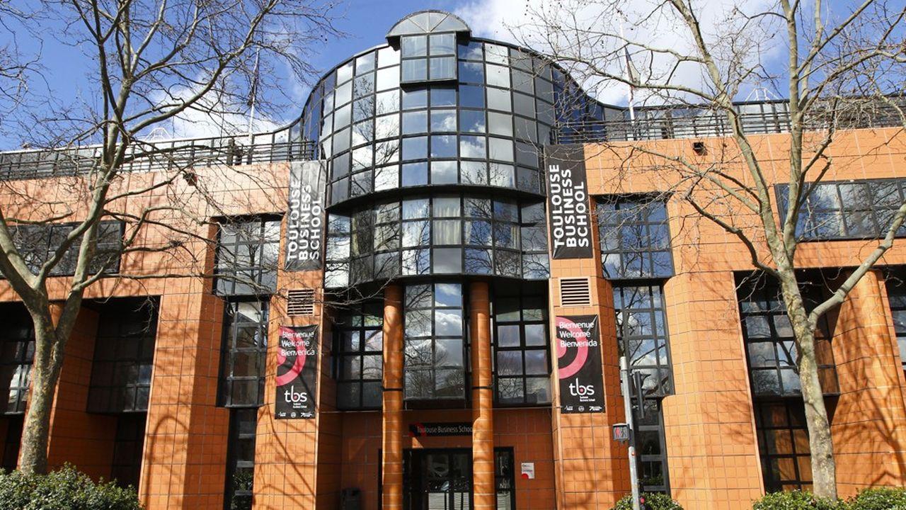 A Toulouse Business School, une pétition lancée fin octobre a recueilli plus de 1.000signatures, avant qu'un échange avec la direction ne conduise les étudiants à la retirer.