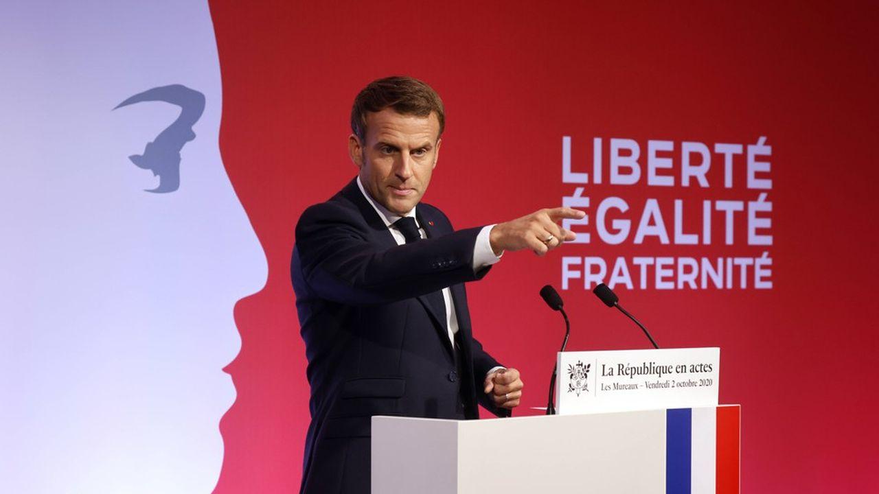 Emmanuel Macron lors de son discours aux Mureaux.