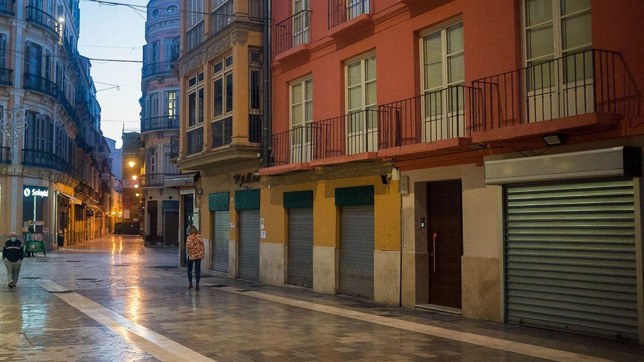 En Espagne, les commerces réclament la levée progressive des contraintes horaires et d'affluence alors que la deuxième vague est en reflux.