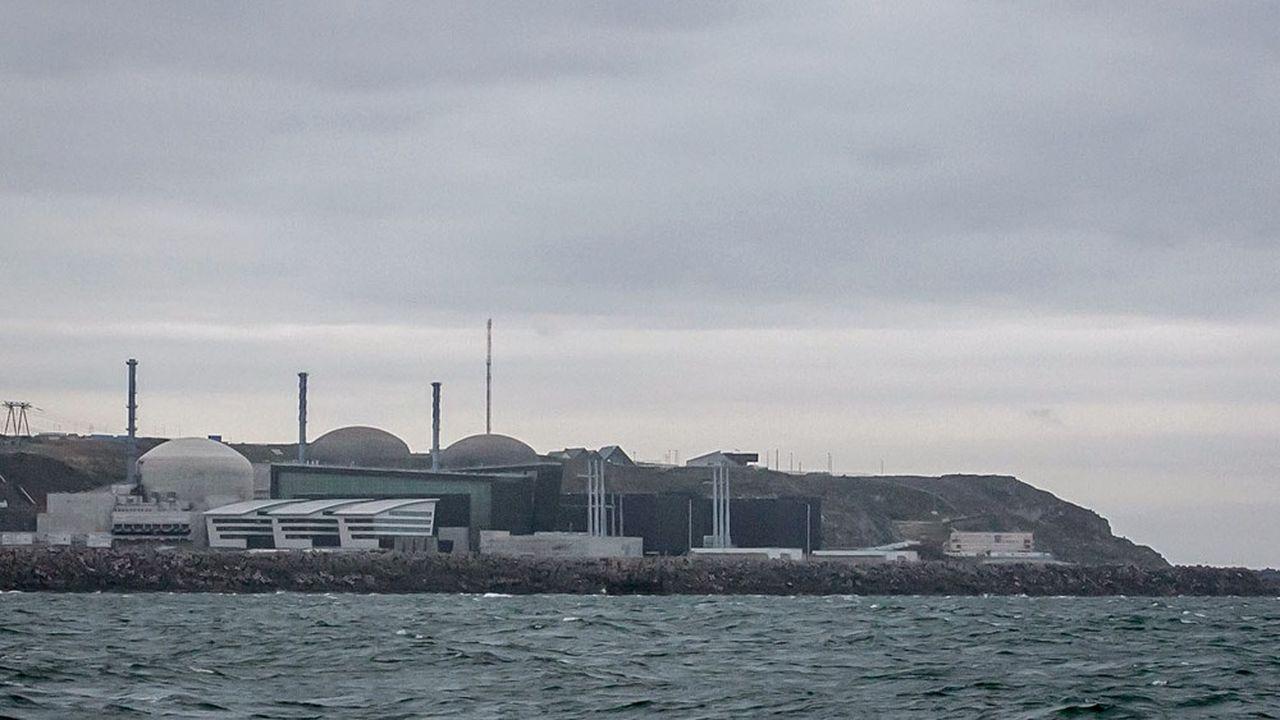 Officiellement, le réacteur numéro deux d'EDF à Flamanville doit toujours redémarrer le 30novembre prochain. (Photo by Lou BENOIST/AFP)